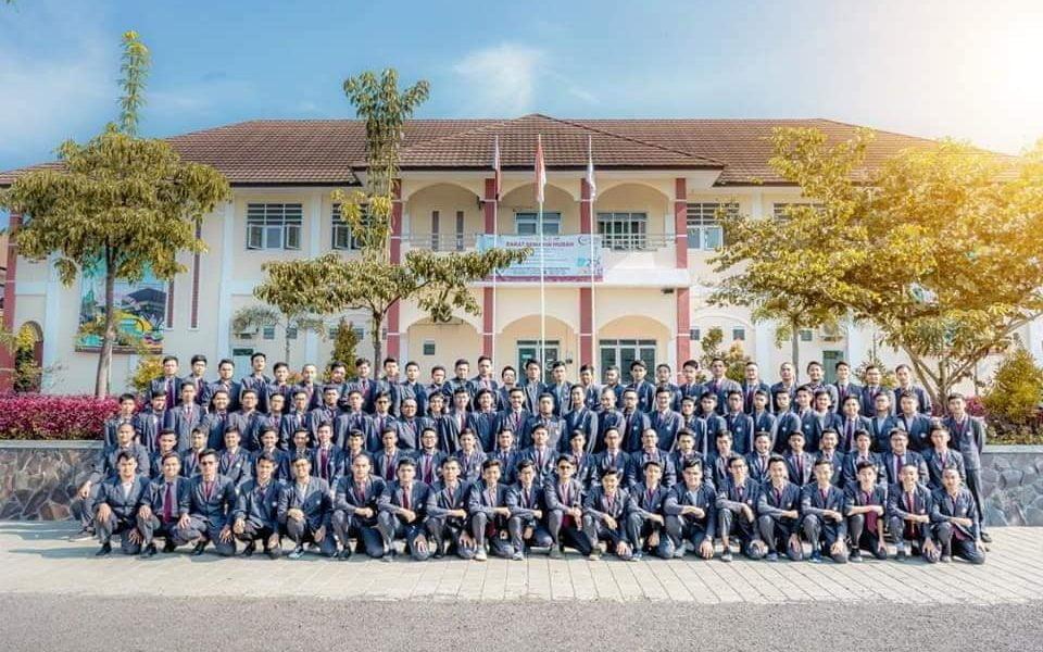 Angkatan Nevagreim diterima di Perguruan Tinggi Favorit