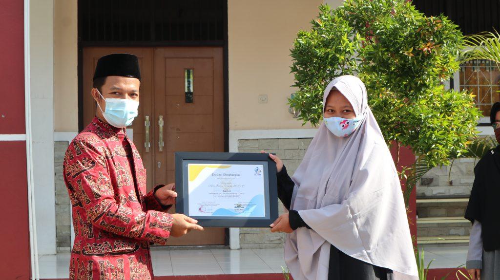 Juara 3 Ustadzah Mira